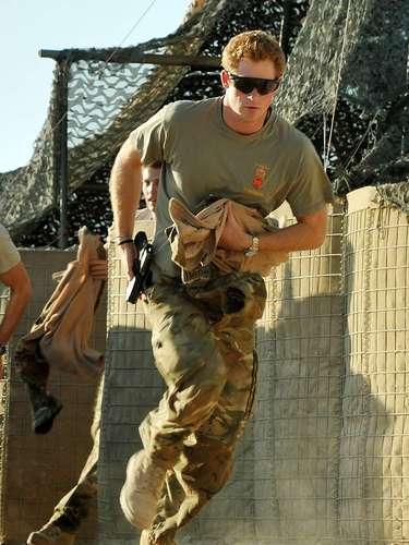 Harry acaba de completar a sua segunda missão militar no Afeganistão