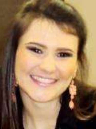 Natural de Marau (RS), Stefani Posser Simeoni estudava na Universidade Federal de Santa Maria. Seu namorado, Guilherme Pontes Gonçalves, também morreu na tragédia