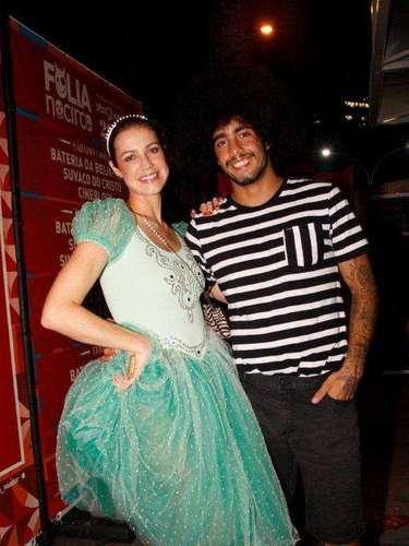 Luana Piovani e o noivo, o surfista Pedro Scooby, curtiram um baile pré-Carnaval no Circo Voador, no Rio, e curtiram o show da Orquestra Imperial com a participação de Emanuelle Araújo