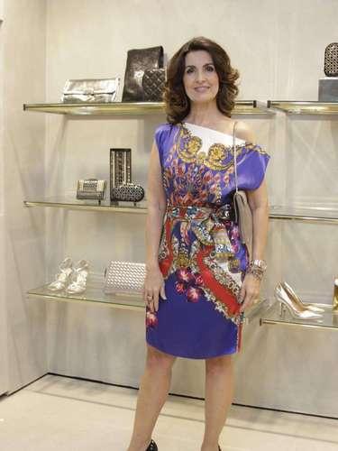 Vestido com estampa tipo lenço mostra como a moda passou a ser importante nas produções da jornalista depois que deixou a bancada do Jornal Nacional