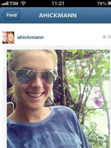 A apresentadora Ana Hickmann, que assina linha de óculos com seu nome, também aposta na moda das lentes espelhadas