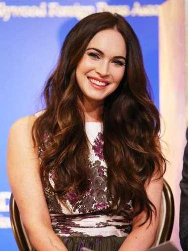 Sensação do Carnaval brasileiro neste ano, Megan Fox abusa dos cabelos soltos e naturais no verão