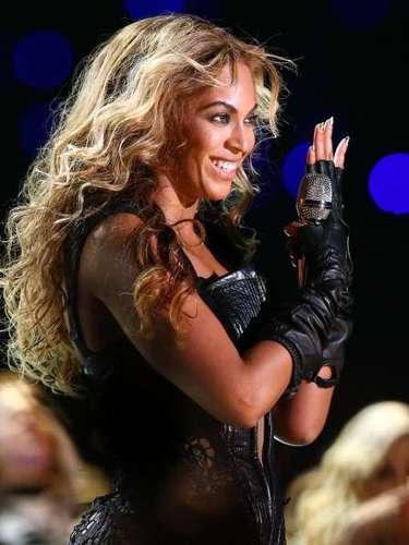 Fã de produtos capilares, a cantora Beyoncé também prefere valorizar as ondas soltas
