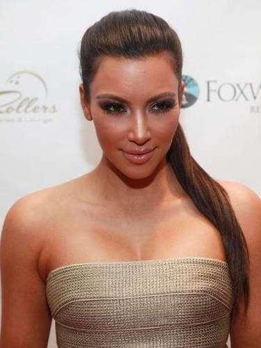 Elegante e prática, Kim Kardashians aposta no rápido penteado rabo-de-cavalo
