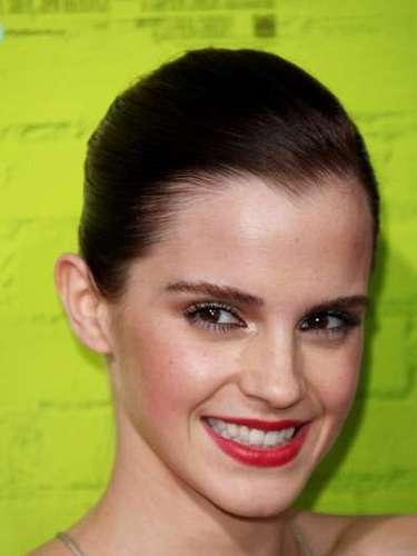 Emma Watson se tornou ícone de moda com seus penteados fashion, como o efeito molhado