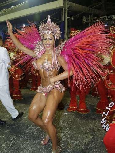 O Jacarezinho é escola afilhada da Mangueira, onde Gracyanne também é rainha de bateria
