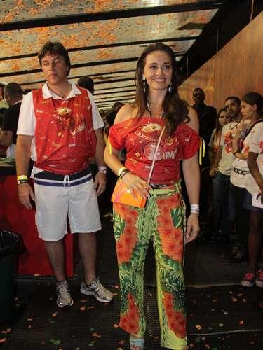 Apresentadora Carla Vilhena foi acompanhar de perto as escolas de samba de São Paulo