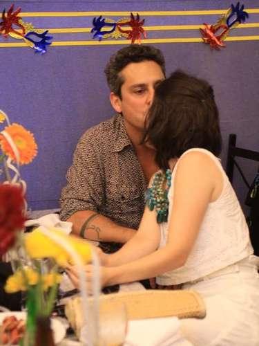 O ator Alexandre Nero vive clima de romance durante a feijoada do Hotel Sheraton, no Rio