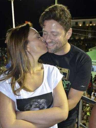 Solange do Aviões do Forró também curtiu o clima abraçada com o marido Wagner Miaufred Pontes