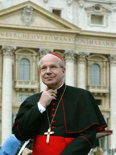 O cardeal-arcebispo austríaco Christoph Schönborn, ao contrário, tem uma idade considerada ideal: 67 anos, que lhe conferem ao mesmo tempo experiência e longos anos de pontificado pela frente. A dedicação profunda aos estudos também o aproxima do atual papa, chamado de \
