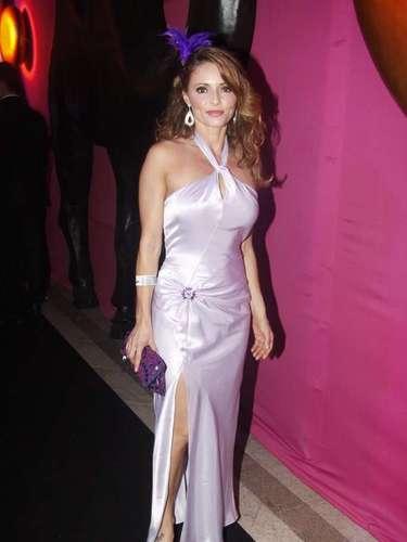 Rita Guedes mostra elegância com vestido longo em evento no Copacabana Palace