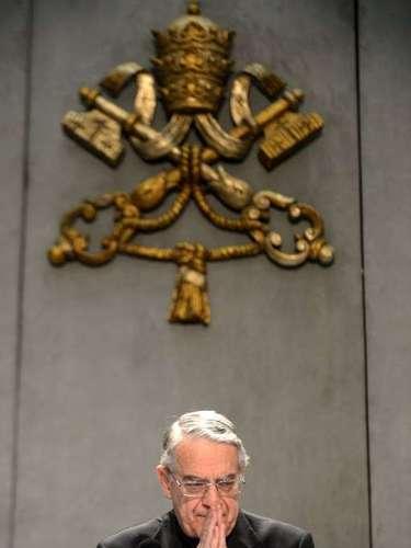 O padre Federico Lombardi, porta-voz do Vaticano, concede entrevista sobre a renúncia do papa Bento XVI, que deixa o posto no dia 28 de fevereiro