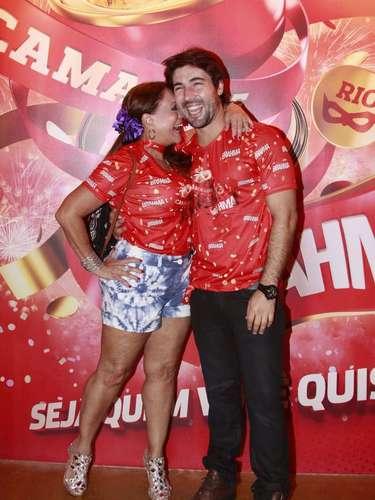 Susana Vieira e o marido Sandro Pedroso em clima de romance