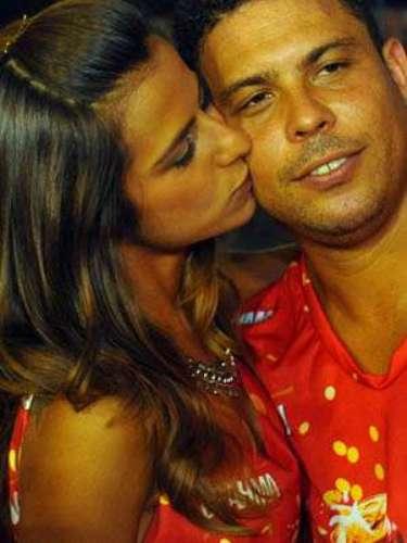 O ex-jogador Ronaldo e a namorada, a DJ Paula Morais