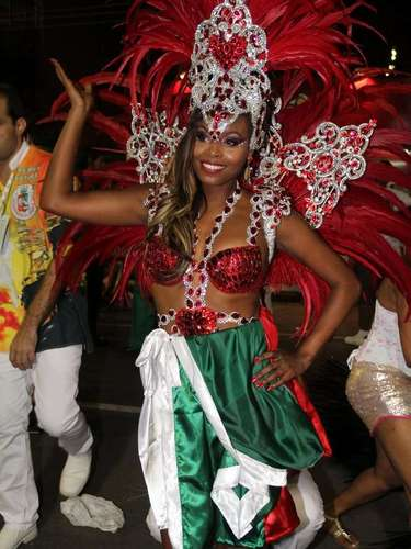 A atriz Roberta Portela na concentração para o desfile da Grande Rio