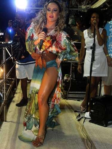 Claudia Leitte comanda o bloco Largardinho em noite de homenagens à Tropicália e à Mônica, personagem de Maurício de Sousa