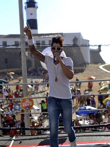O cantor sertanejo começou o show com o hit Gatinha Assanhada, um dos mais tocados no Carnaval de Salvador