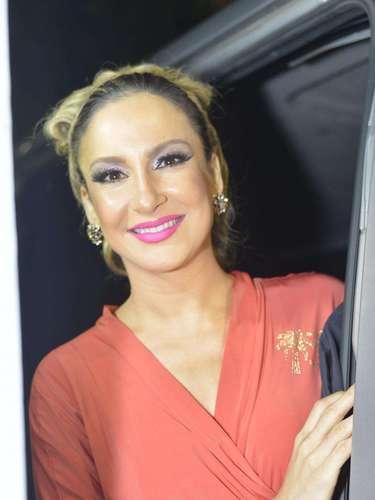 Claudia Leitte chega linda ao trio em Salvador