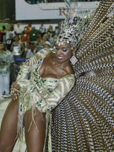 A atriz Cris Vianna foi uma das mais belas dos desfiles de Carnaval. A musa saiu pela Imperatriz Leopoldinense