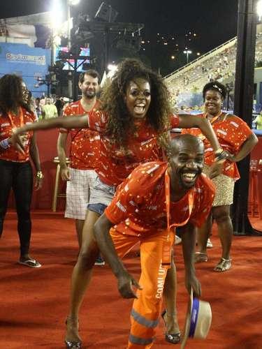 Gari Sorriso mostra o samba no pé na Sapucaí