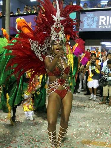Roberta Rodrigues, que interpreta Maria Vanúbia em Salve Jorge, desfilou como musa pela Acadêmicos do Grande Rio