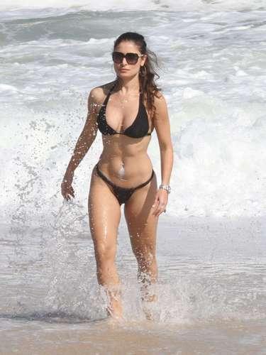 A atriz Franciely Freduzeski sempre vai às praias cariocas para se divertir e praticar esportes