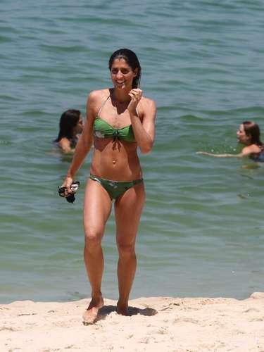 Fevereiro 2013 -Cynthia Howllet nadou na praia do Arpoador, no Rio de Janeiro, na manhã desta quarta-feira (20)