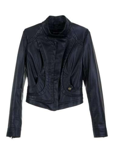 Uma opção da C&A é jaqueta preta por R$ 129. Informações: (11) 2167-0040
