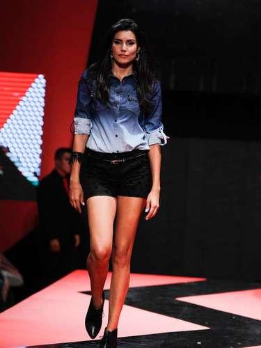 A ex-BBB Mariana Felício também desfilou durante o evento