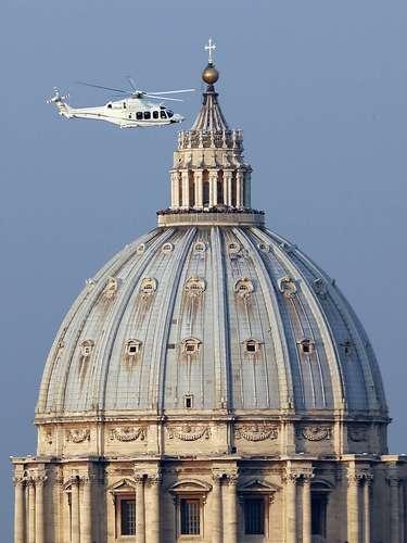 Helicóptero leva o Papa para a última viagem de seu Papado