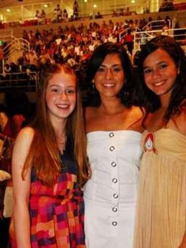 No mesmo ano, foi ao show especial de fim de ano de Roberto Carlos. Na foto, da esquerda para a direita: Marina Ruy Barbosa, Fernanda Paes Leme e Bruna Marquezine