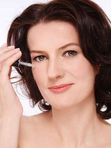Por conta da sua formulação, o composto é capaz de nutrir a pele e diminuir a dilatação dos poros