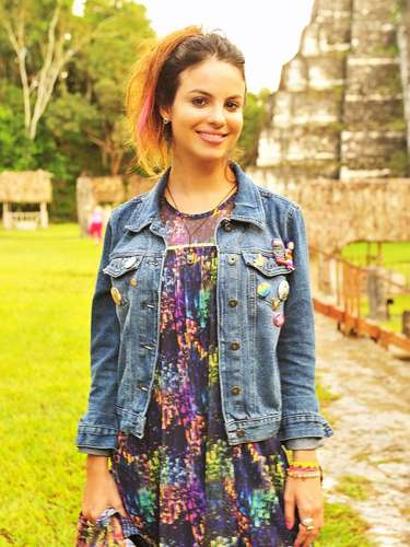 Amaralina (Sthefany Brito) chegará à Vila dos Ventos para provocar mudanças. Seu cabelo com mechas na cor rosa, roupas despojadas e olhos bem marcados refletem sua personalidade exuberante e de cidadã do mundo