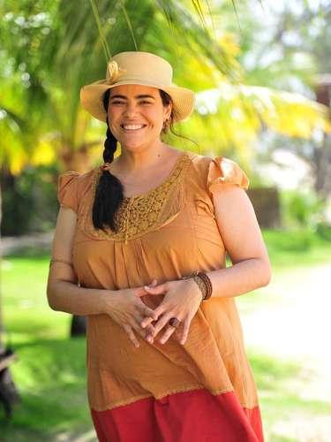 As roupas do cangaço, como da Dadá (Renata Roberta), contam com bordado. Uma equipe ficou responsável por envelhecer, tingir, lixar e bordar as peças de forma que dê a impressão de serem usadas e surradas