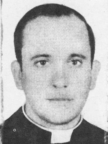 O cardeal Jorge Mario Bergoglio foi escolhido novo papa e escolheu usar o nome Francisco, em homenagem a São Francisco de Assis. A imagem mostra o papa Francisco em 1973