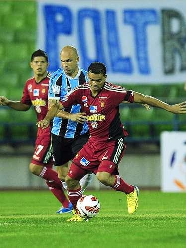 Veterano Cris foi mais uma vez titular do Grêmio