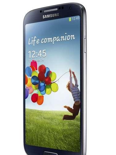 O mais novo smartphone da Samsung possui 2 GB de RAM e três opções de armazenamento interno: 16 GB, 32 GB ou 64 GB, expansíveis via cartão microSD para mais 64 GB