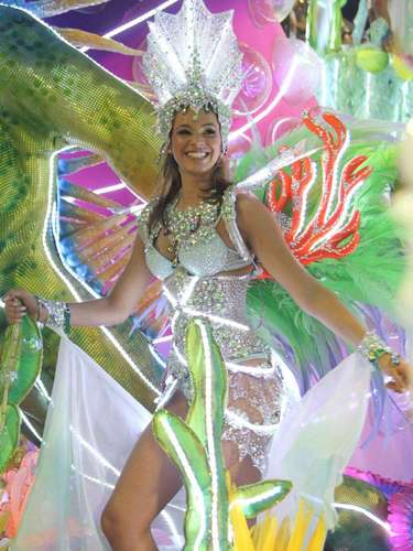 No Carnaval de 2013, a atrizdesfilou na escola de samba Grande Rio