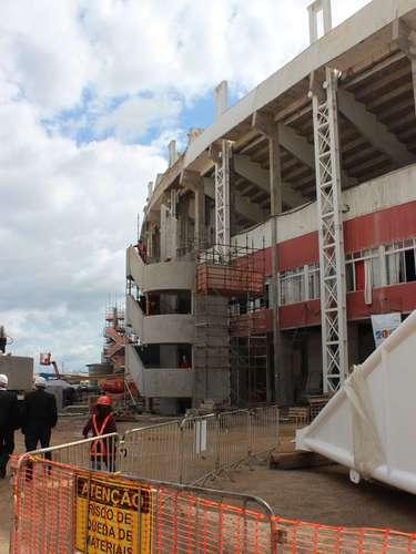 5 de abril de 2013: o prazo da Fifa para entrega do estádio é dezembro deste ano