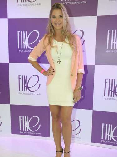 A modelo Andressa Suita marcou presença na Hair Brasil, neste domingo