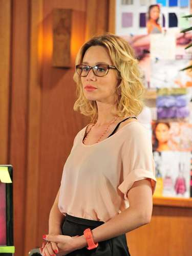 Juliana (Mariana Ximenes), de Guerra dos Sexos, aparece no ranking devido ao seu esmalte vermelho