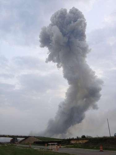 17 de abril -Fumaça podia ser vista a quilômetros de distância
