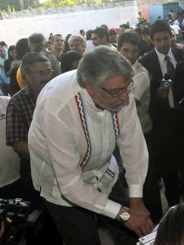 O ex-presidente Fernando Lugo, destituído do cargo em junho do ano passado, votou na manhã deste domingo