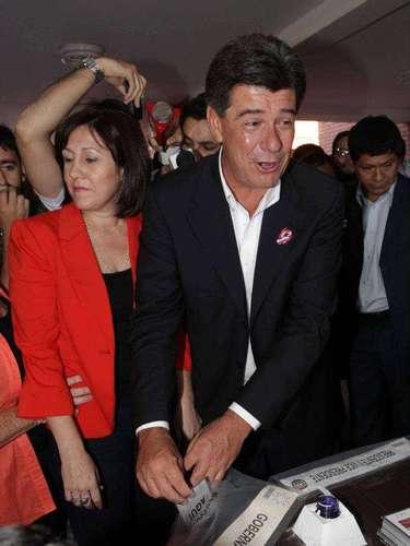 Efrain Alegre, candidato do Partido Liberal Radical Autêntico (PLRA), do atual presidente Federico Franco, também depositou seu voto ainda pela manhã