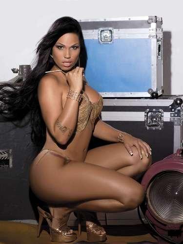 A MC Sexy, também conhecida como Karyn Alvys, estampa a capa da edição de maio da revista 'Sexy'