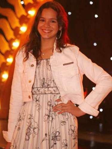 Para Fernanda, Bruna ainda não era muito preocupada com os flashes nessa foto de setembro de 2008 porque a mídia não é tão crítica com atrizes mirins. Ainda assim, Ana indica que a estampa floral e a modelagem do tecido deixam em evidência um lado romântico. \
