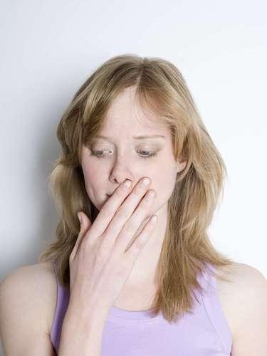 Arrotar: este é um hábito natural e segurá-lo pode causar problemas. Se o gás permanecer no estômago pode prejudicar a digestão e fazer com que o ácido estomacal espirre para o esôfago, provocando azia