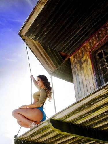 Andriza Leite, participante do reality show 'Casa Bonita 5', do canal a cabo Multishow, fez um ensaio sensual em uma praia do Rio de Janeiro