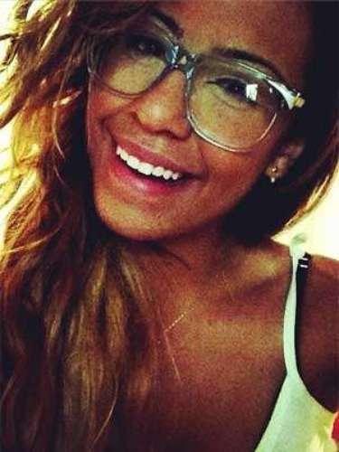 Irmã de Neymar, Rafaella Beckran se tornou sucesso nas redes sociais por postar fotos em que exibe o corpo definido, faz caras sexy e mostra seu estado de humor no dia a dia, como a da imagem desta quinta-feira (9); veja algumas das melhores fotos da garota, que já ultrapassou os 50 mil seguidores no Instagram
