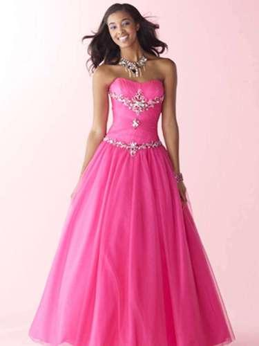 As especialistas apontam o pink como uma das cores mais usadas pelas debutantes. Vestido pink, tomara que caia,da Black Tie, R$2.370 (locação) e R$3.560 (venda)